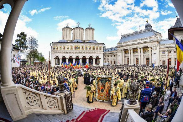 Patriarhul-Daniel-la-Pelerinajul-de-Florii-Bucuresti-Invierea-Domnului-Postul-Mare-PS-Timotei-PS-Varlaam-preoti-19